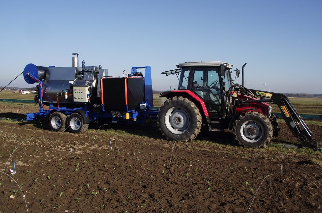 Semi-automatic steaming machine MSDA-800 towed by a tractor