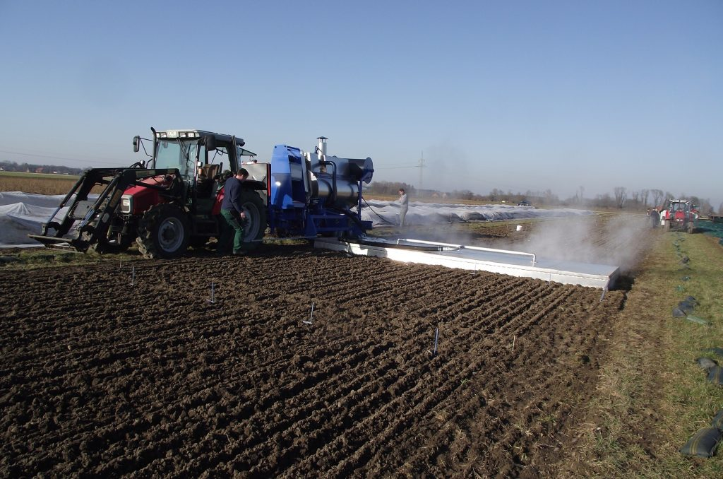 Semi-automatic steaming machine with a 7m long boom steaming hood