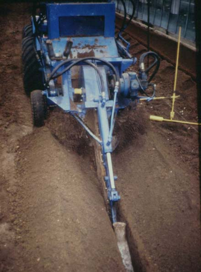 machine for drainage installation