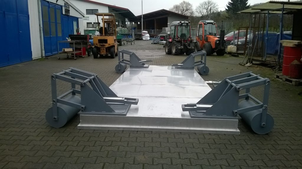 Spiked steaming hood on rollers with hydraulic lifting device from MSD AG (Durbach, Germany)